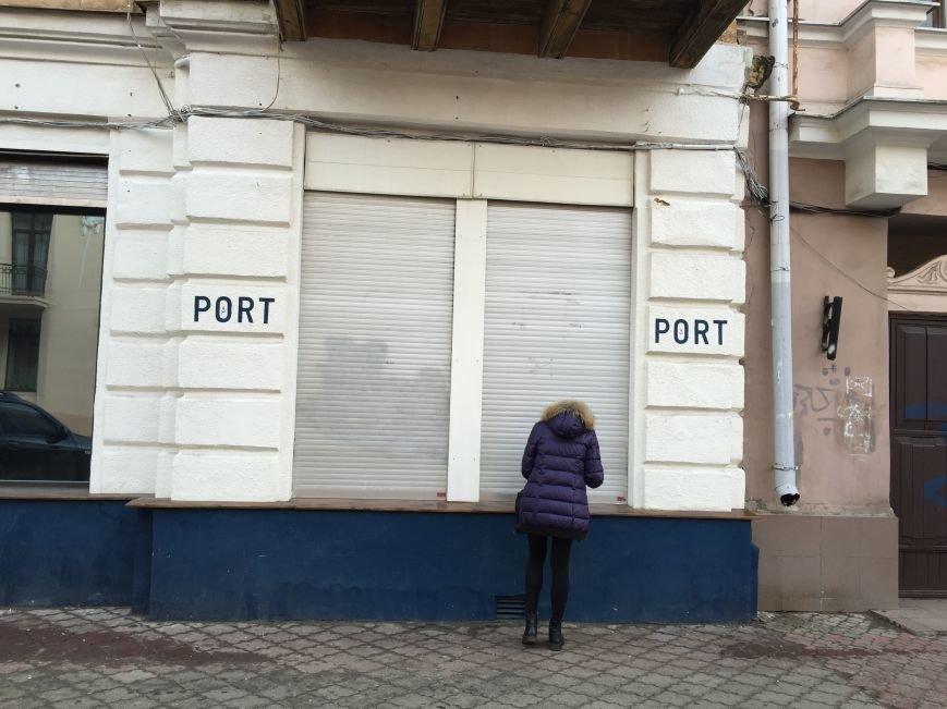 0597ada52e56e562821cfbe95c6e2adf В центре Одессы бар испортил своим граффити фасад старинного здания