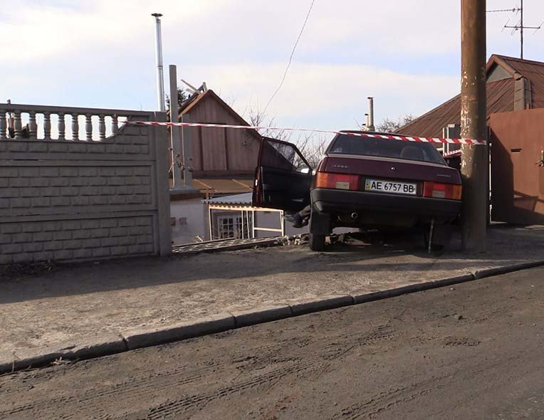 ДТП на пр.Воронцова: смертельное столкновение водителя  ВАЗ-21099 с забором (ФОТО) (фото) - фото 3