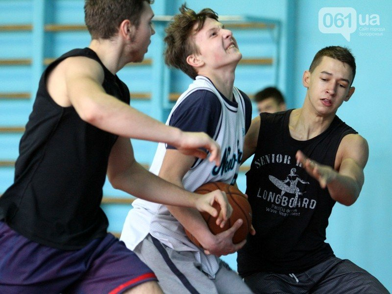 Криворожане доказали, что зима - не помеха для уличного баскетбола (фото) - фото 1