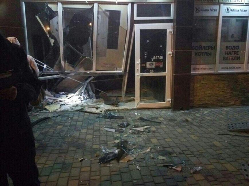 5304c65a850e6a5db5f034885def0a68 Полиция подтвердила: Из-за ямы на дороге одесситка на иномарке врезалась в магазин