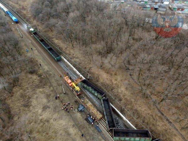 В Ясиноватой взорвался поезд - в