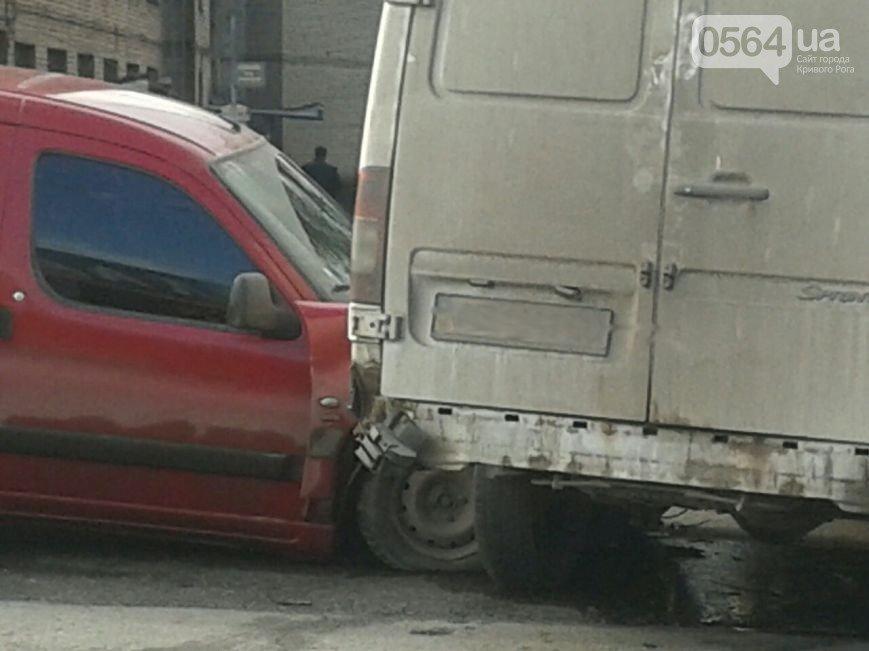 В Кривом Роге: квартиру почти сутки заливало канализационными стоками, на СевГОКе погиб рабочий, а