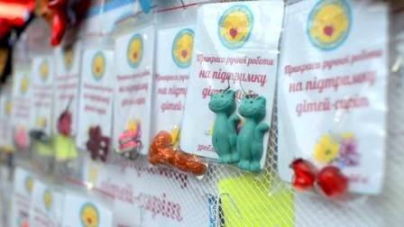 Ярмарка изделий творчества детей-сирот прошла на День Святого Валентина (фото) (фото) - фото 1