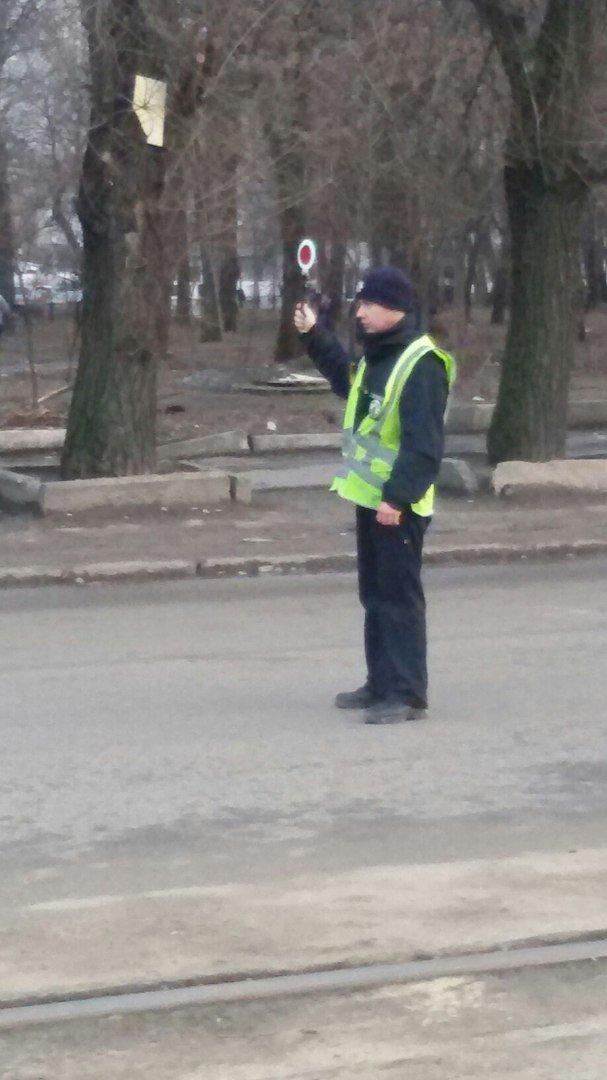 На пр.Б.Хмельницкого уже месяц меняют светофоры: регулировщики появляются только в час-пик (ФОТО) (фото) - фото 2