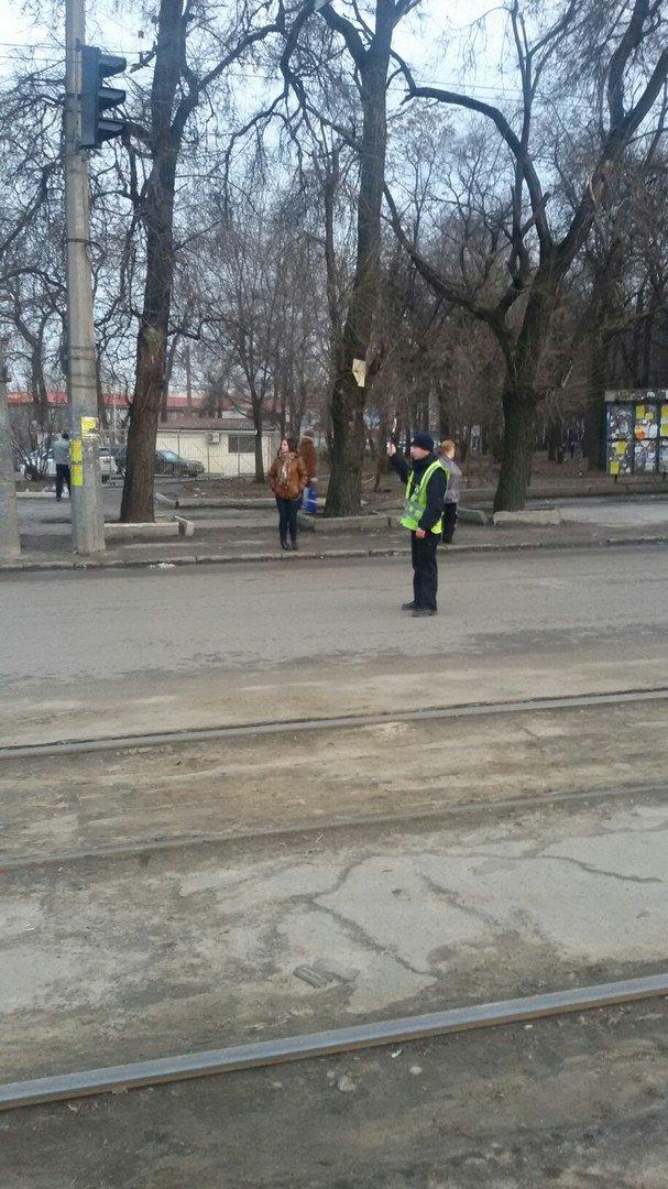 На пр.Б.Хмельницкого уже месяц меняют светофоры: регулировщики появляются только в час-пик (ФОТО) (фото) - фото 3