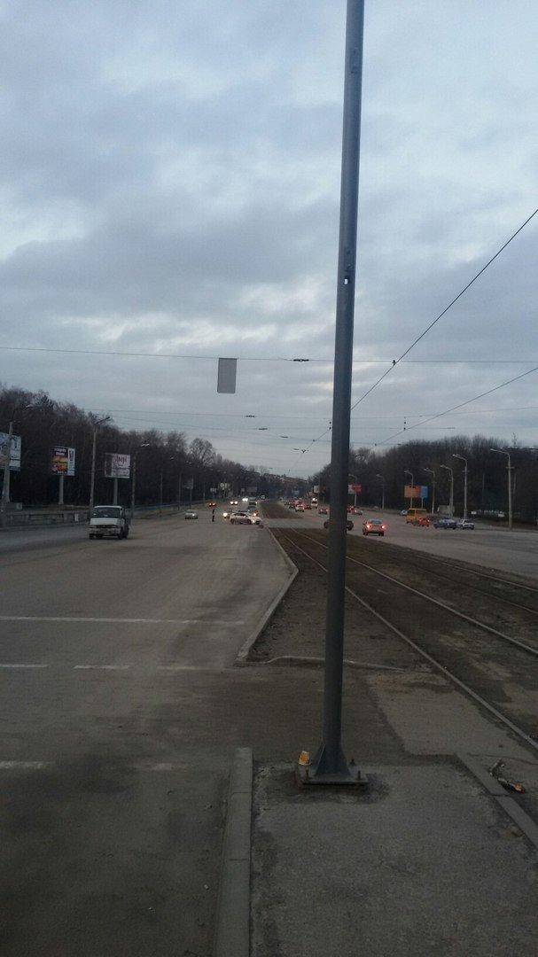 На пр.Б.Хмельницкого уже месяц меняют светофоры: регулировщики появляются только в час-пик (ФОТО) (фото) - фото 1