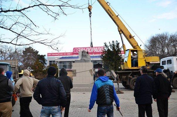 Рассыпался на глазах: Измаил лишился последнего памятника Ленину (ФОТО) (фото) - фото 1
