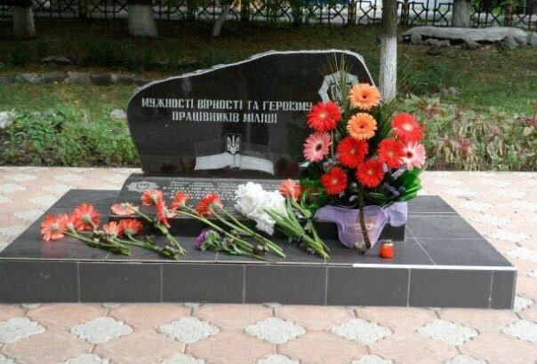 b5add74b088aebb74e9a8464df1d40b8 В Одесской области вандалы повредили памятник погибшим милиционерам