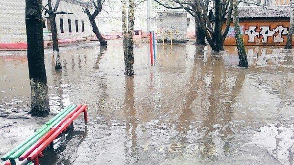 Жители Брянская рассказали, как тонули из-за дождей (фото) - фото 3
