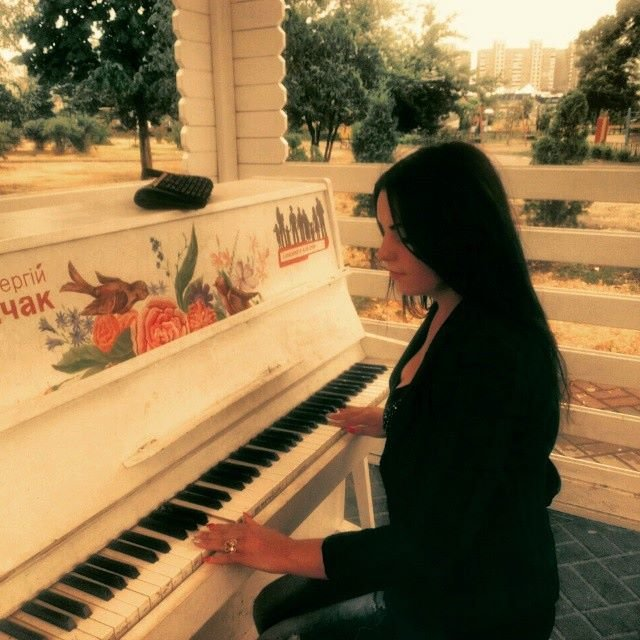 На Позняках вандалы разбили уличное пианино (ФОТОФАКТ) (фото) - фото 2