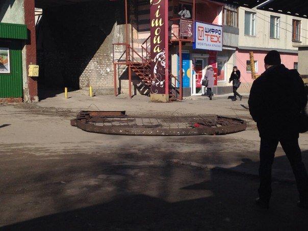 С крыши дома под Харьковом сняли профиль Ленина (ФОТО) (фото) - фото 1