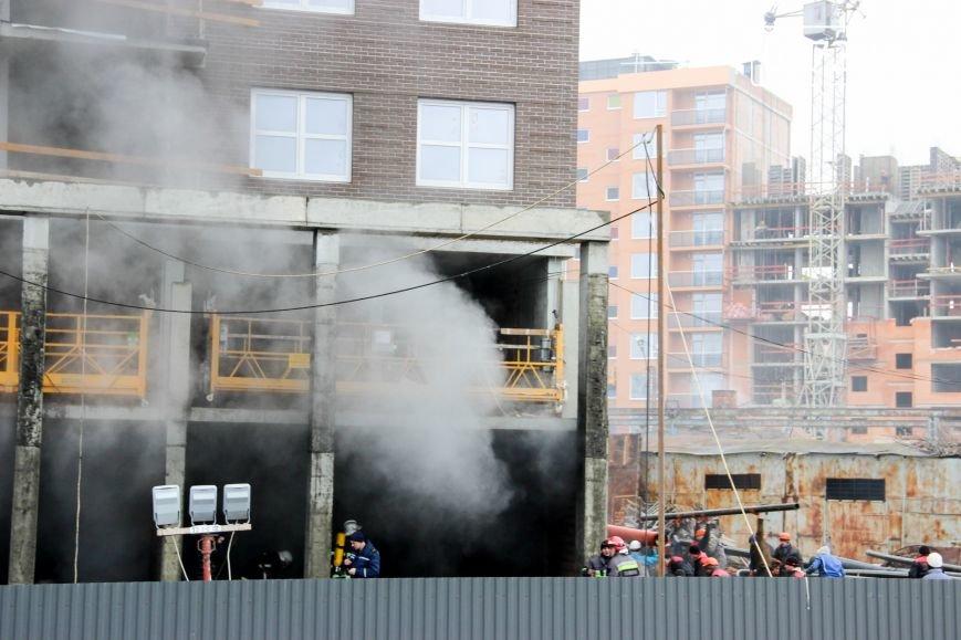 """У Чернівцях горить недобудований житловий комплекс """"Водограй""""(ФОТО), фото-7"""