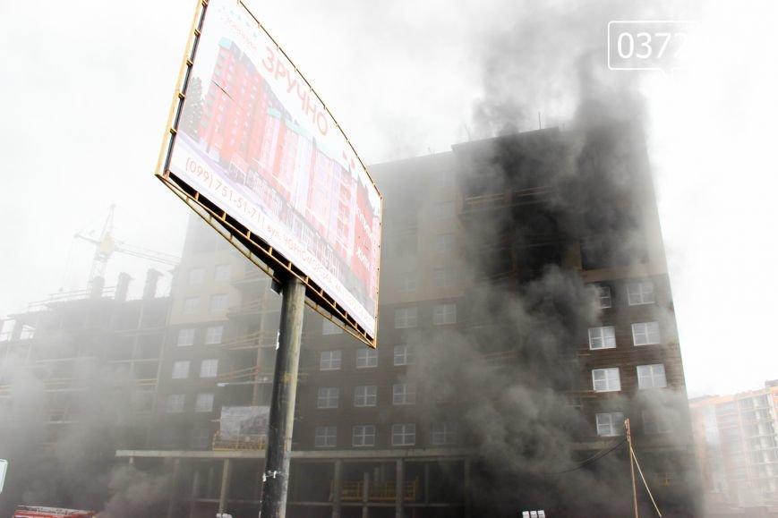 """У Чернівцях горить недобудований житловий комплекс """"Водограй""""(ФОТО), фото-4"""
