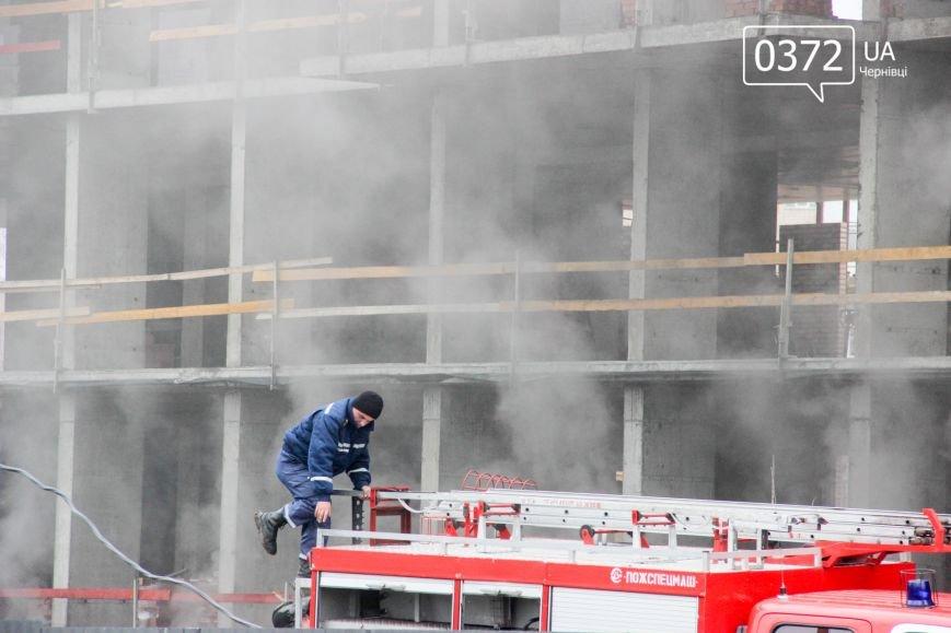 """У Чернівцях горить недобудований житловий комплекс """"Водограй""""(ФОТО), фото-11"""