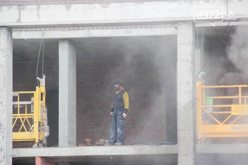 """У Чернівцях горить недобудований житловий комплекс """"Водограй""""(ФОТО), фото-10"""