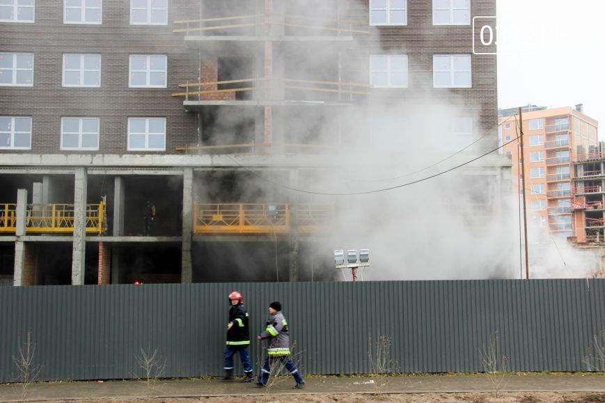 """У Чернівцях горить недобудований житловий комплекс """"Водограй""""(ФОТО), фото-8"""