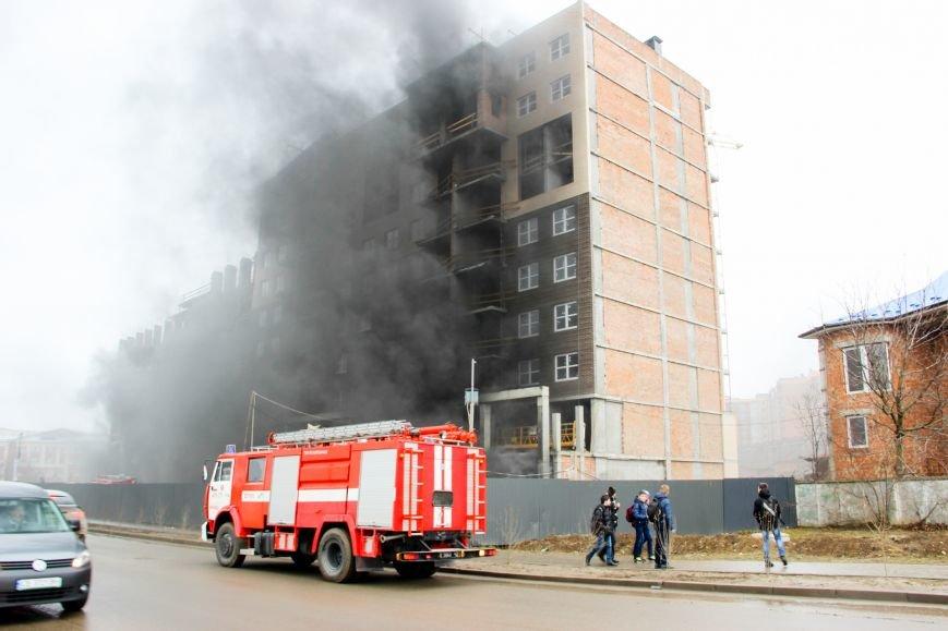 """У Чернівцях горить недобудований житловий комплекс """"Водограй""""(ФОТО), фото-9"""
