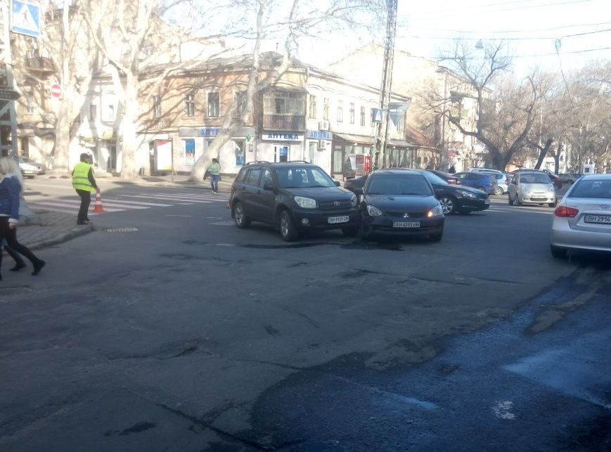 0ec76040f78d83efd900f7d34151393a Авария в центре Одессы заблокировала сразу две улицы