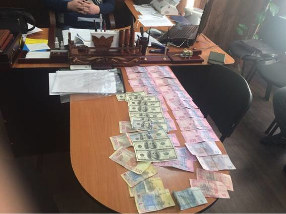 В Днепропетровске на взятке попались подполковник и майор полиции (фото) - фото 2
