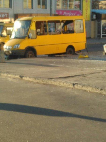 В Макеевке в маршрутке взорвали гранату (фото) (фото) - фото 1