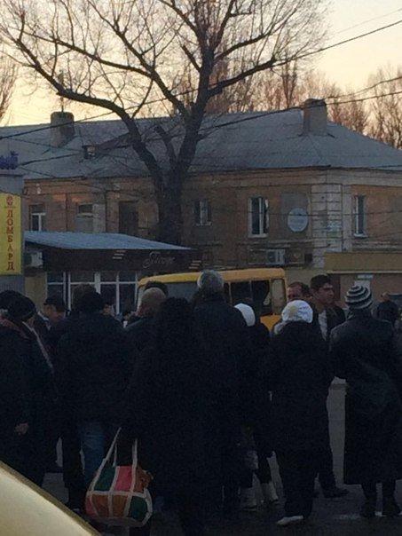 В Макеевке в маршрутке взорвали гранату (фото) (фото) - фото 2