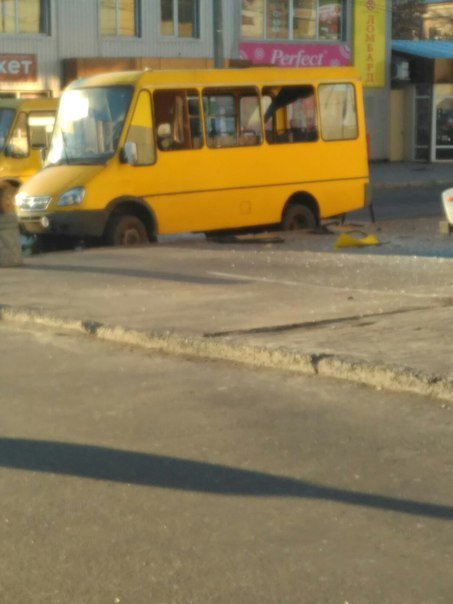 В оккупированной Макеевке в маршрутку бросили гранату, есть погибшие (ФОТО) (фото) - фото 1