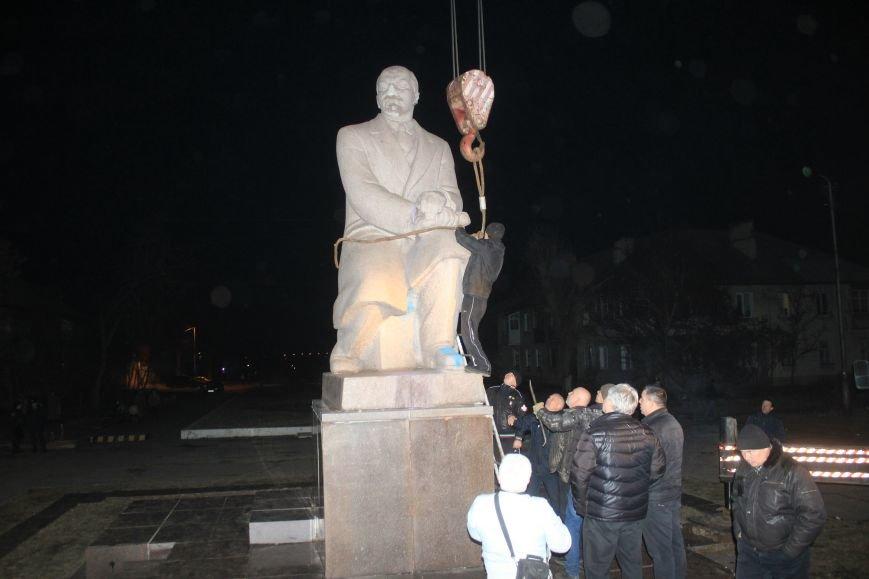 В Днепродзержинске демонтировали памятник Ленину на Соцгороде, фото-5