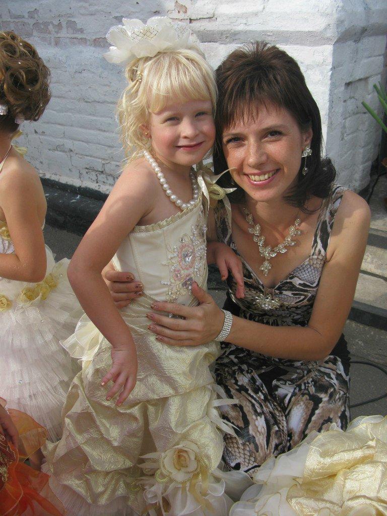 В Запорожье умерла 7-летняя девочка, пострадавшая в жуткой аварии с маршруткой (фото) - фото 1