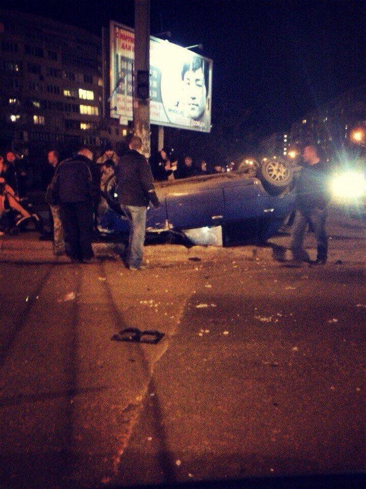 На Котовского в Одессе автомобиль сделал несколько сальто в воздухе и приземлился на крышу (ФОТО) (фото) - фото 1