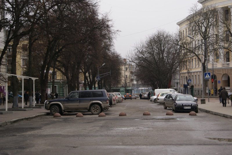 У Тернополі відновили обмежувачі руху при в'їзді на Театральний майдан (фото) (фото) - фото 1