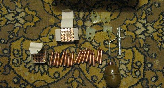 Жительница Павлограда хранила в квартире патроны к автомату и гранату (фото) - фото 1