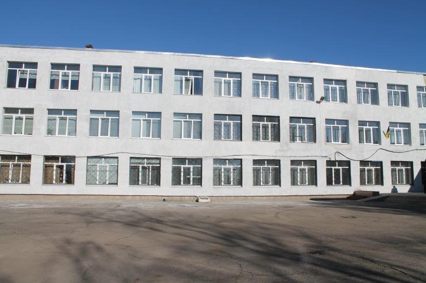 В школе №5 города Бахмута до 1 сентября планируют завершить ремонтные работы, фото-1
