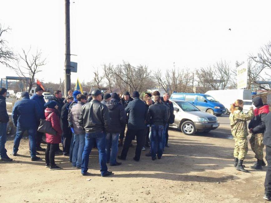 970ea15444ecb7395ec2b7054db4b836 Под Одессой титушки прессингуют активистов, чтобы снять блокаду для российских фур