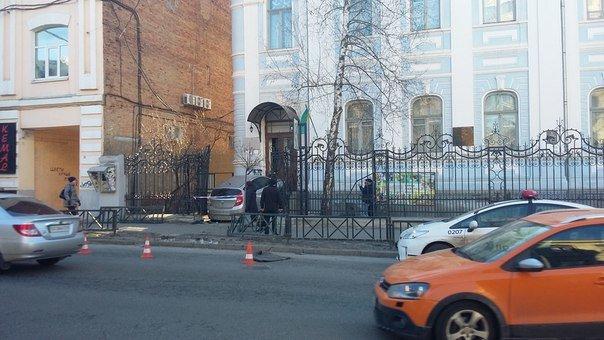 Пьяная девушка на иномарке врезалась в дом на Пушкинской(ФОТО) (фото) - фото 1