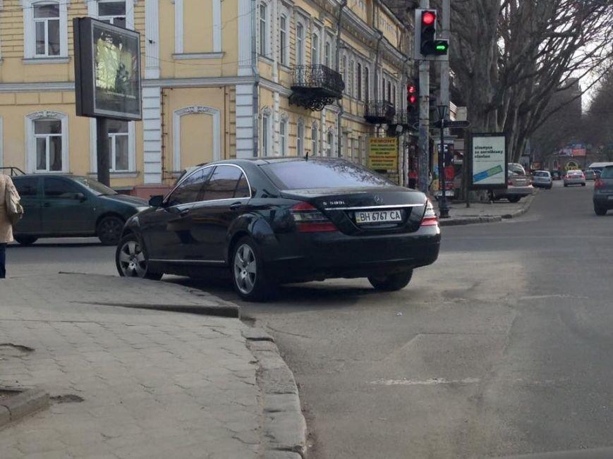 1b92dcbee9ce204d82f50f604d8666c3 Автохамы в Одессе не дают ни проехать, ни пройти