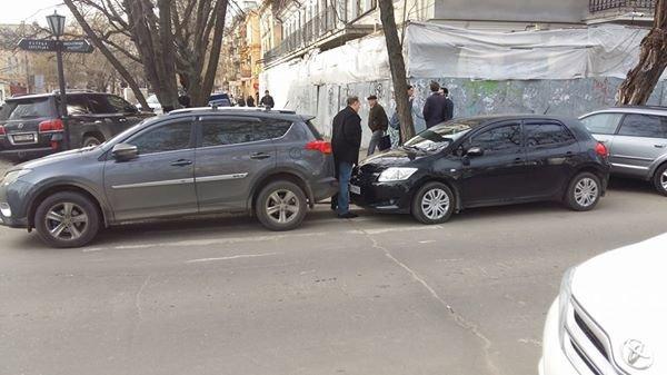 827344ad625878edd87732b65b291885 Автохамы в Одессе не дают ни проехать, ни пройти