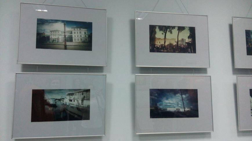 У Хмельницькому відкрили виставку фото, зроблених на телефон (Фото) (фото) - фото 1