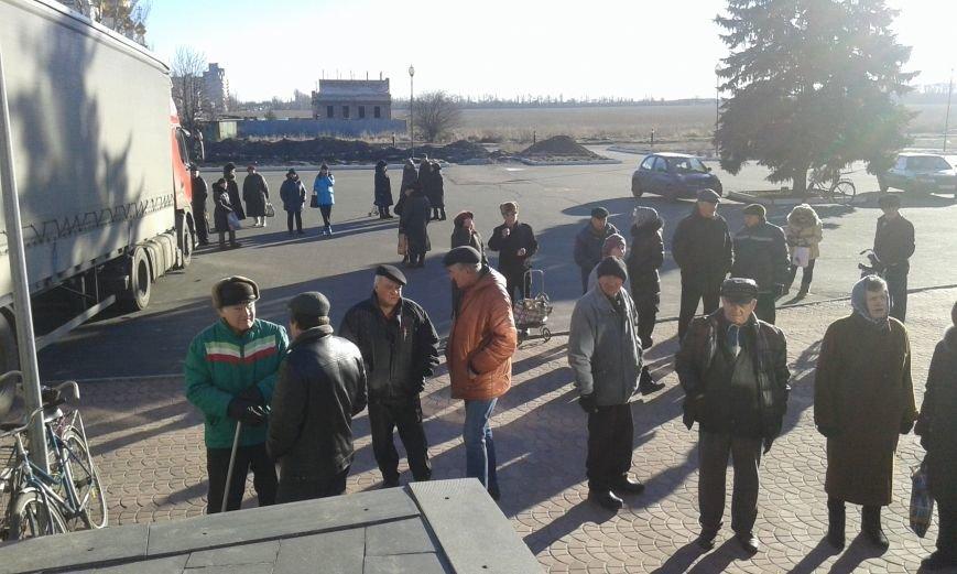 Гуманитарный штаб Ахметова продлил выдачу продуктовых наборов в Авдеевке ещё на один день (ФОТО), фото-3