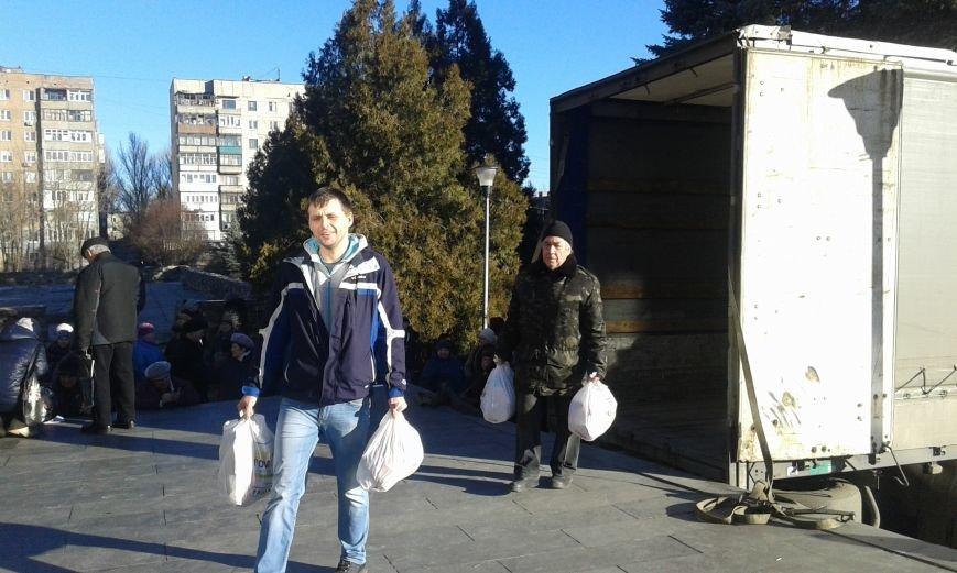 Гуманитарный штаб Ахметова продлил выдачу продуктовых наборов в Авдеевке ещё на один день (ФОТО), фото-1