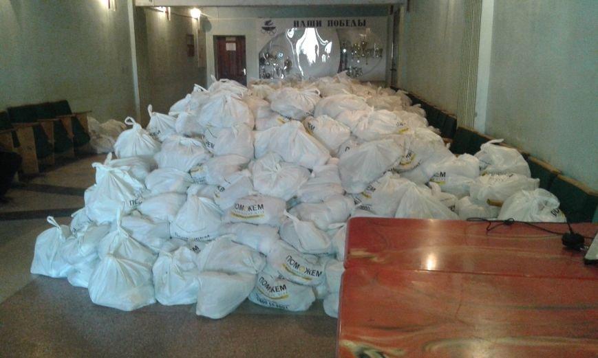 Гуманитарный штаб Ахметова продлил выдачу продуктовых наборов в Авдеевке ещё на один день (ФОТО), фото-4