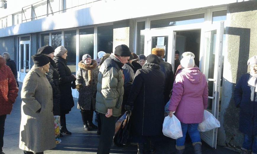 Гуманитарный штаб Ахметова продлил выдачу продуктовых наборов в Авдеевке ещё на один день (ФОТО), фото-2