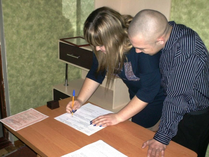 Церемонию бракосочетания провели сотрудники ЗАГСа в Бердянской ИК (фото) - фото 2