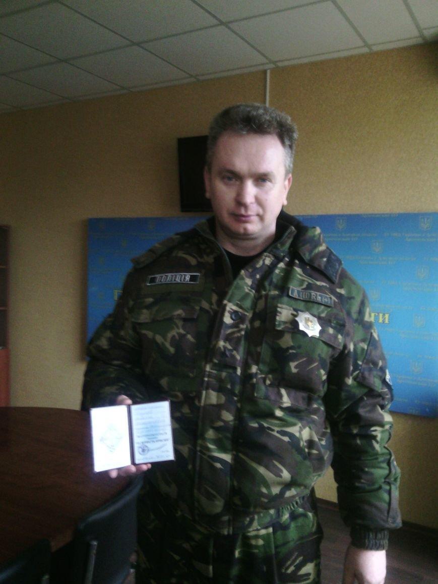 Старший инспектор полиции Бахмута, который участвовал в обороне Дебальцево, получил заслуженную  награду, фото-1