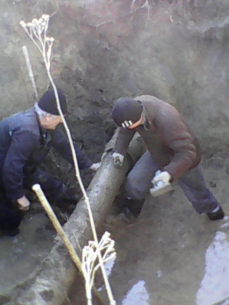 В городе Белицкое начаты работы по замене аварийных участков сбросного коллектора, фото-1