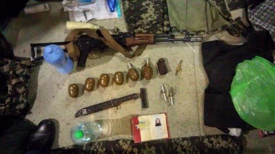 Опасная и независимая: в Днепропетровске девушка хранила наркотики и оружие (фото) - фото 2