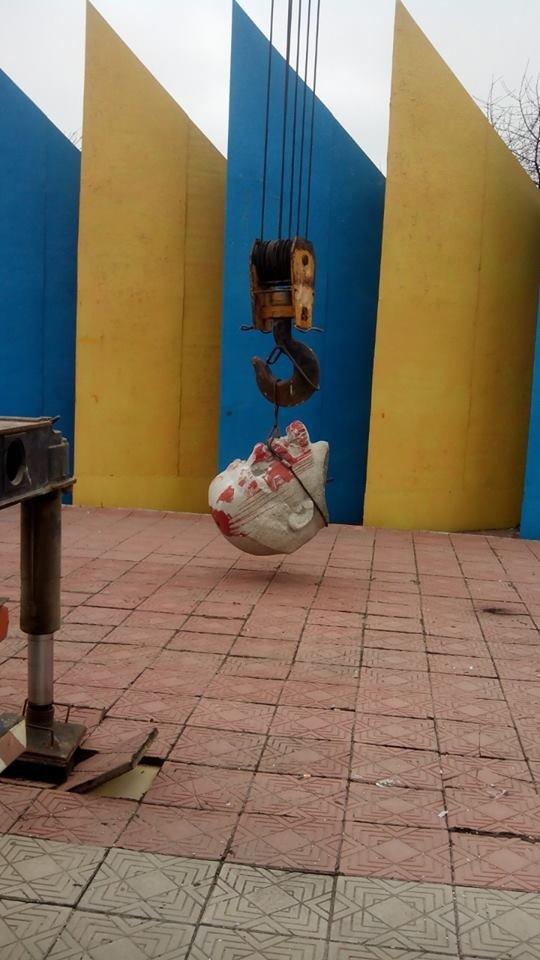 """В Луганском регионе еще один Ленин """"совершил самоубийство"""" (ФОТО), фото-1"""