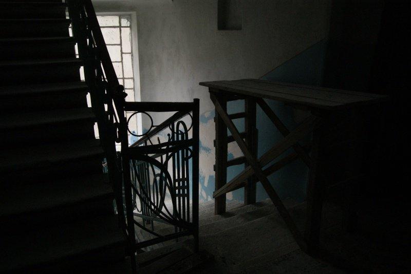 Що роблять комунальники в старовинному будинку у центрі Тернополя? (фото) (фото) - фото 1