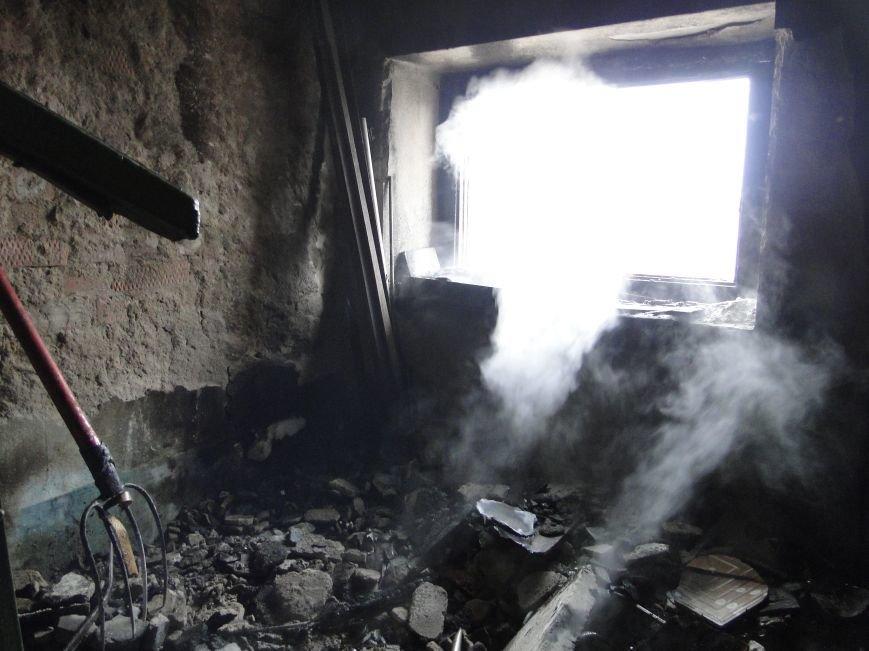 У центрі Хмельницького у житловому будинку сталася пожежа (Фото, Відео) (фото) - фото 1