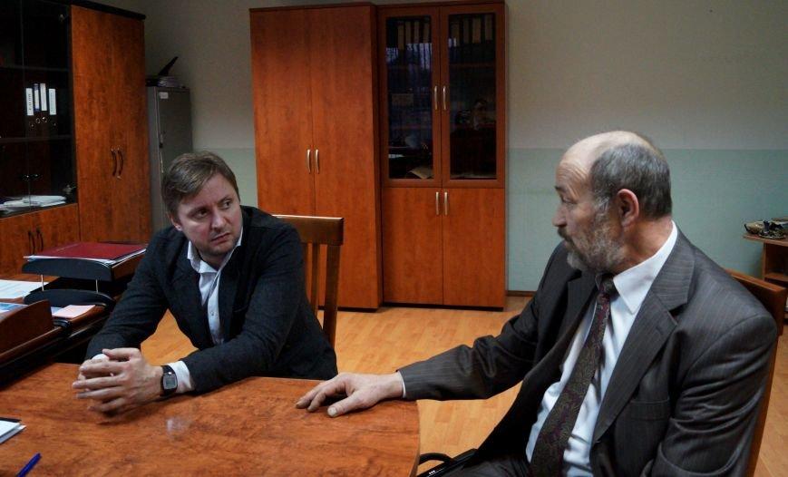 В новой Москве начальник УВД по ТиНАО и представитель Общественного совета актер Артем Михалков провели личный прием граждан (фото) - фото 1