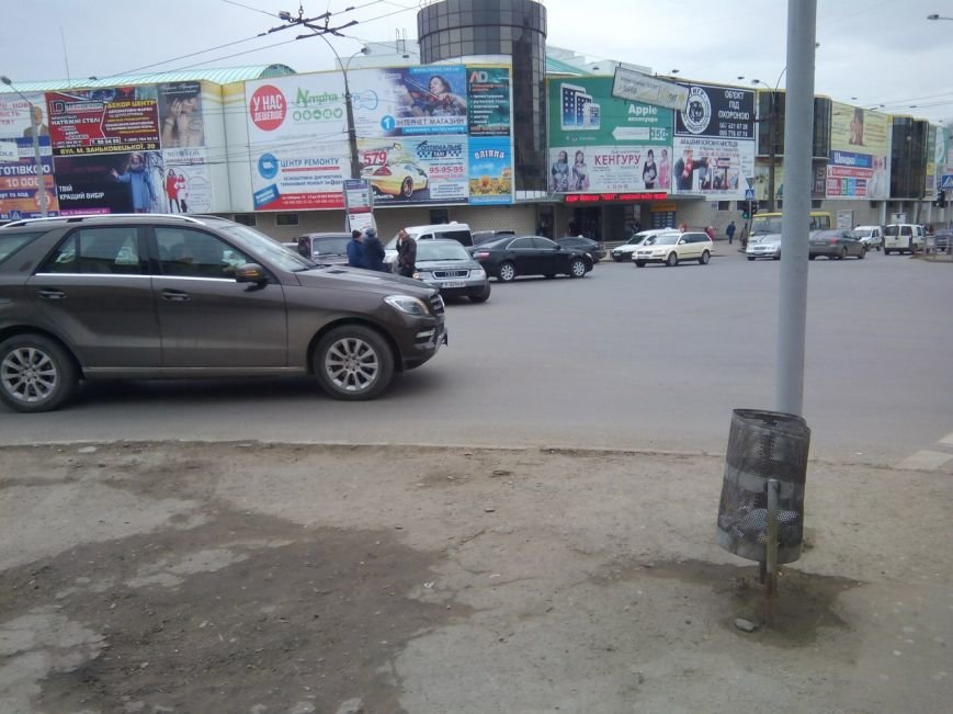 Біля Формаркету у Чернівцях зіткнулися дві автівки (фото) - фото 1